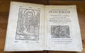 NOVISSIMUM STATUTORUM AC VENETARUM LEGUM VOLUMEN, DUABUS IN PARTIBUS DIVISUM.